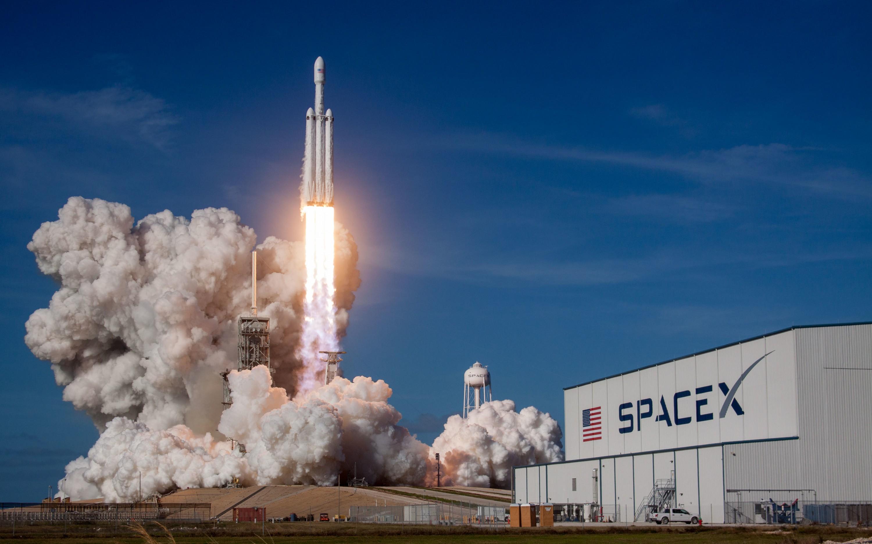 Втрое дешевле чем у Lockheed Martin и Boeing SpaceX заполучила первый военный контракт для Falcon Heavy