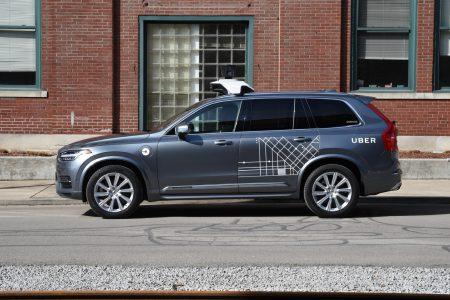 Uber возобновляет испытания беспилотных автомобилей, но пока в ограниченном режиме с полностью ручным управлением