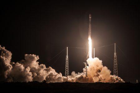 SpaceX вывела на орбиту коммуникационный спутник рекордной массы