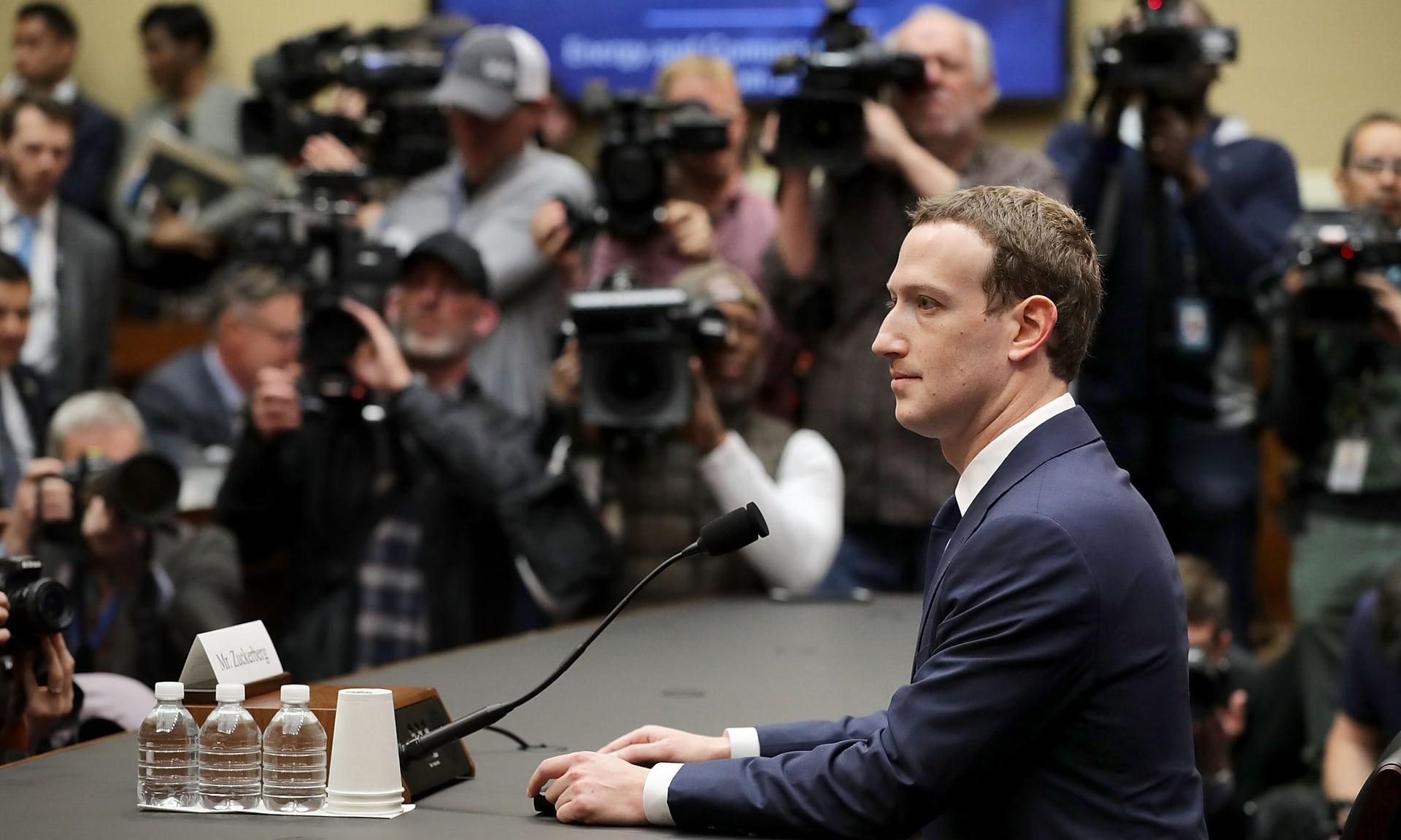 Великобритания оштрафовала Facebook на 500 тыс. фунтов стерлингов из-за утечки данных в Cambridge Analytica. Столько же компания зарабатывает примерно за пять минут