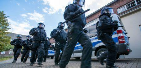 Некомпетентность или предвзятость: немецкую полицию обвиняют в нарушениях при обысках в IT-организациях