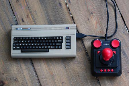 В октябре в США стартуют продажи ретро-консоли C64 Mini, представляющей собой мини-версию ПК Commodore 64