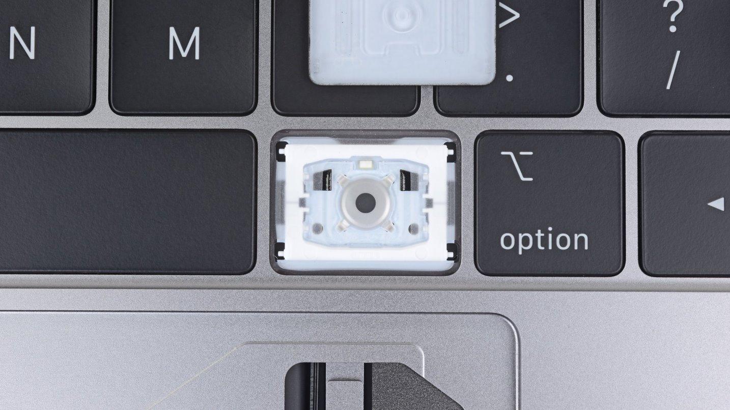 iFixit: под видом снижения шума, Apple добавила в клавиатуру новых MacBook Pro защиту от попадания мусора