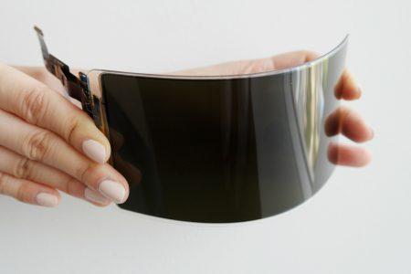 Samsung Display продемонстрировал сертифицированный «неразбиваемый» OLED-экран, который выдерживает удар молотком [видео]