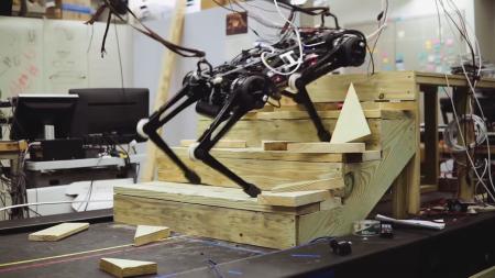 Слепой четвероногий робот Cheetah 3 способен подниматься по лестнице, прыгать и сохранять равновесие при внешних воздействиях