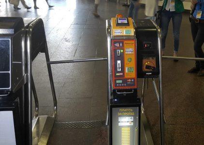 Количество бесконтактно оплаченных поездок в столичном метро перевалило за 28 млн, названы топ-5 станций по количеству оплат этим способом