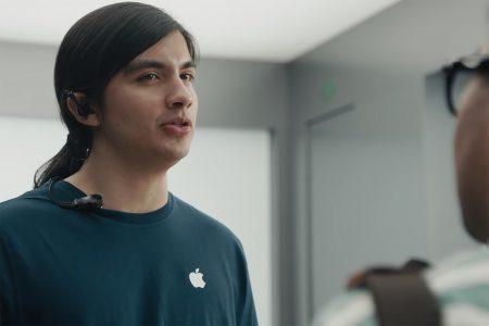 «Быстрая зарядка, переходник на 3,5 мм и камера»: Samsung выпустила сразу три насмешливых ролика с iPhone X для рекламы Galaxy S9