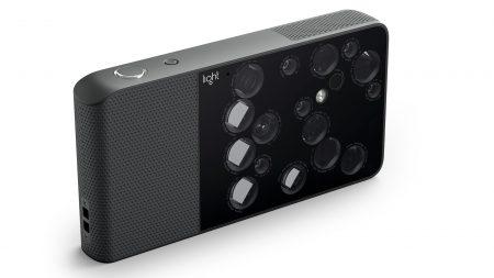 Новому флагману Nokia приписывают многомодульную камеру Light и цену в $1000