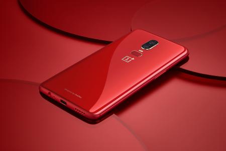 Смартфон OnePlus 6 в глянцевом красном цвете поступит в продажу 10 июля