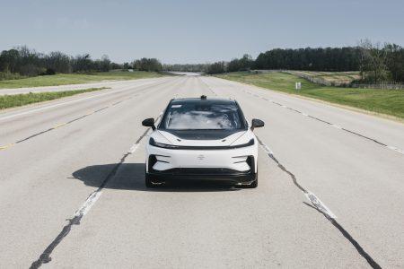 Faraday Future провела скоростные испытания серийного электрокроссовера FF 91, разгоняя его до 250 км/ч [видео]