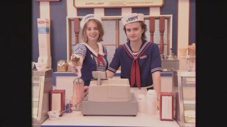 Вышел первый тизер третьего сезона «Очень странных дел», созданный в стиле рекламы торгового центра из 1980-х
