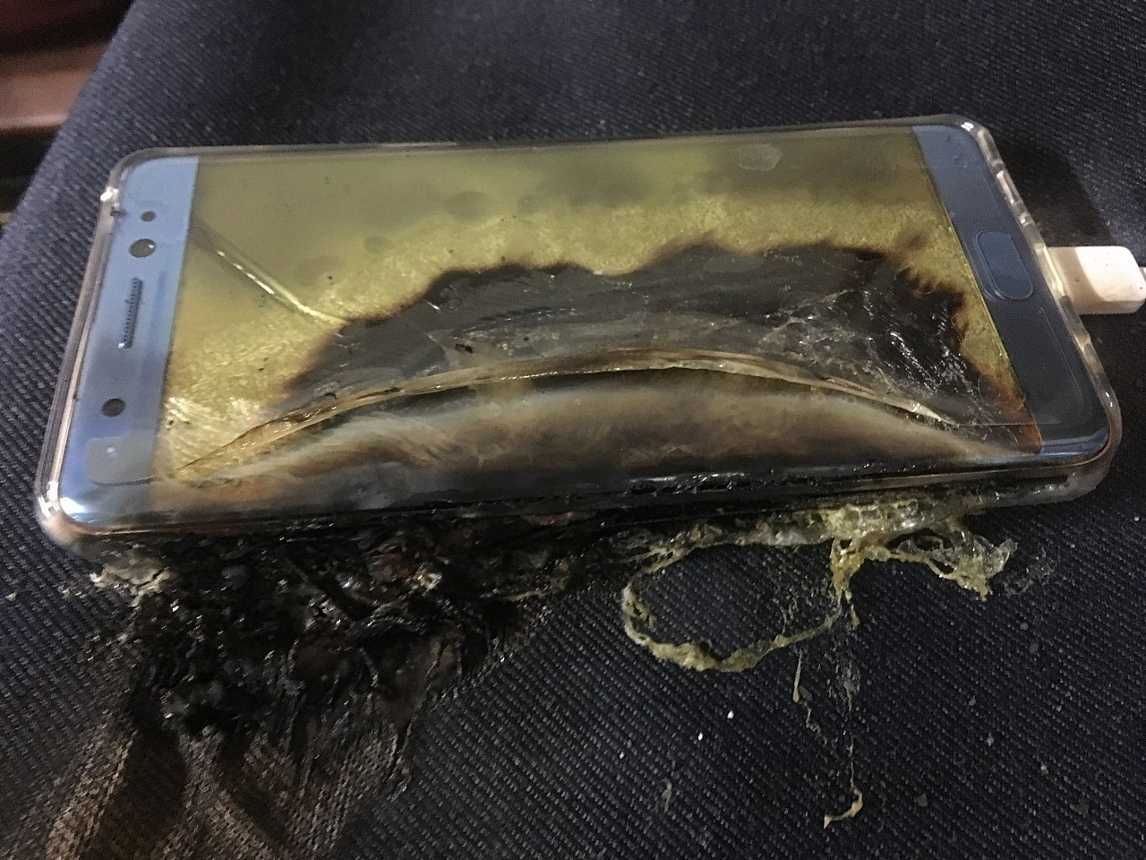 Исследователи создали безопасную литий-ионную батарею, которая не воспламеняется при физических повреждениях