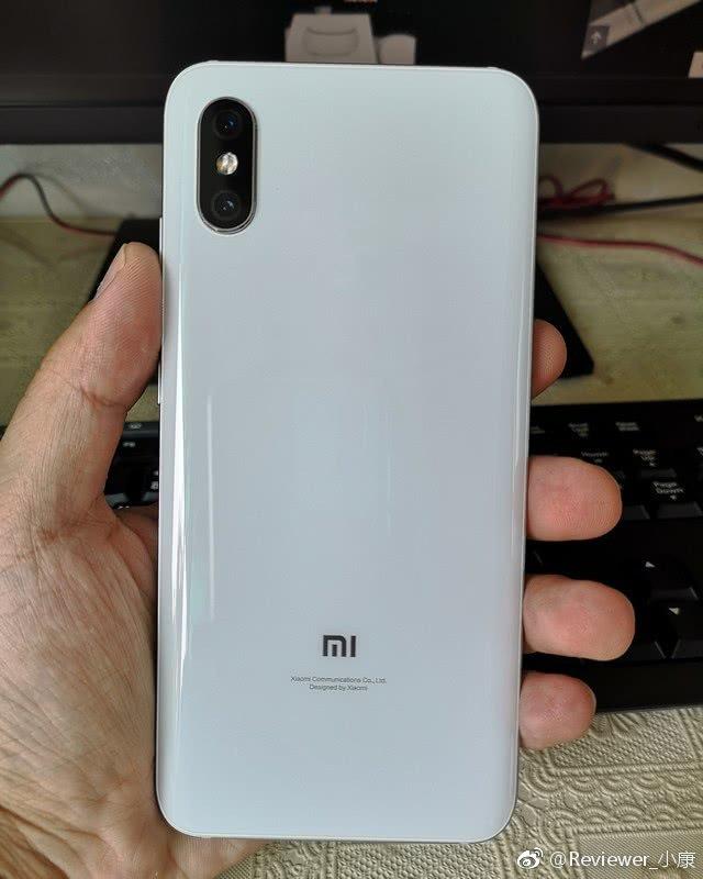 На фотографиях засветился смартфон Xiaomi Mi 8X на базе процессора Snapdragon 710 и без дактилоскопического датчика на задней панели