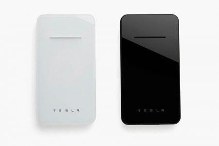 Tesla выпустила беспроводную зарядку для смартфонов со встроенным пауэрбанком на 6000 мАч стоимостью $65