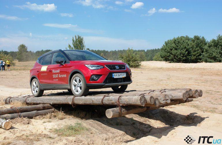 SUV-ы в песках: SKODA Karoq, Hyundai Tucson New, Toyota RAV4 Hybrid и еще 7 авто