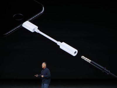 Переходник с Lightning на 3,5 мм звуковой разъём стал самым популярным аксессуаром Apple в сети Best Buy