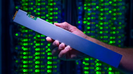 Intel выпустила первый SSD в форм-факторе Ruler емкостью 32 ТБ