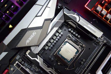 Процессоры Intel Core i9-9900K, Core i7-9700K и Core i5-9600K протестировали в Geekbench