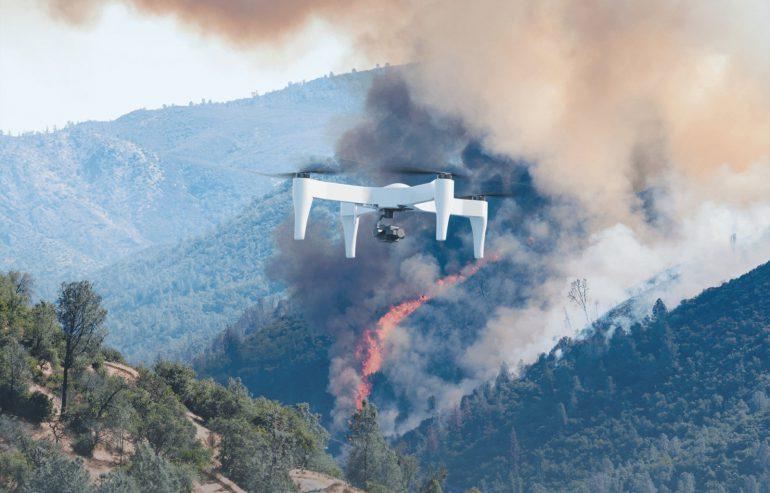 Impossible Aerospace уместила в корпусе дрона сотни аккумуляторных батарей. Это позволяет ему находиться в воздухе до двух часов