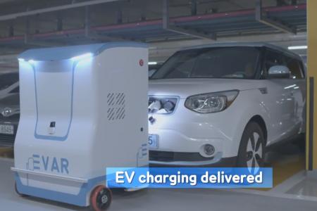 Samsung EVAR — автономный робот для автоматической зарядки электромобилей на парковках [видео]