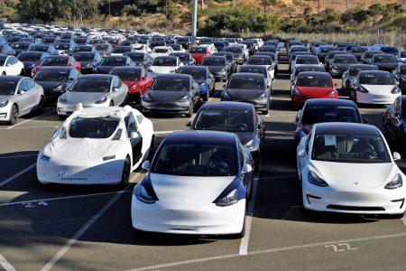 Tesla сократила цветовую палитру автомобилей ради ускорения их производства, теперь цвета Silver Metallic и Obsidian Black доступны только по спецзаказу за отдельную плату