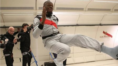 Теперь самый быстрый не только на Земле, но и в космосе. Усэйн Болт выиграл забег в невесомости