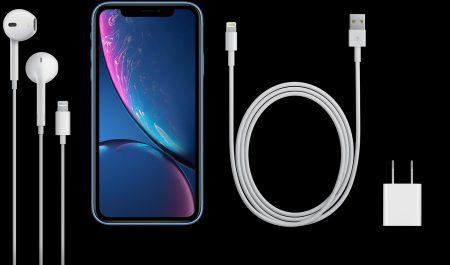 Apple убрала из комплекта поставки всех iPhone переходник для наушников с разъемом 3,5 мм, а более мощное ЗУ с поддержкой быстрой зарядки так и не положила