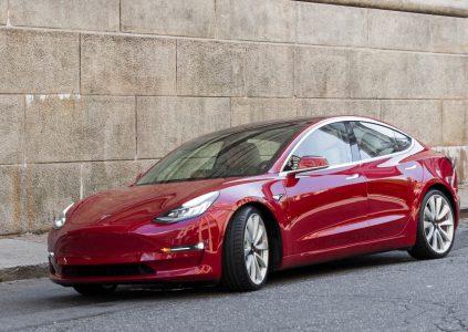 Tesla запустила временный бесплатный сервис по доставке Model 3 до дверей заказчика