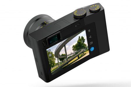 Полнокадровая камера Zeiss ZX1 получила сравнительно компактный корпус и встроенный редактор Adobe Lightroom