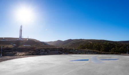 SpaceX успешно вывела на орбиту аргентинский разведывательный спутник SAOCOM-1A и впервые посадила ракету Falcon 9 на западном побережье Калифорнии