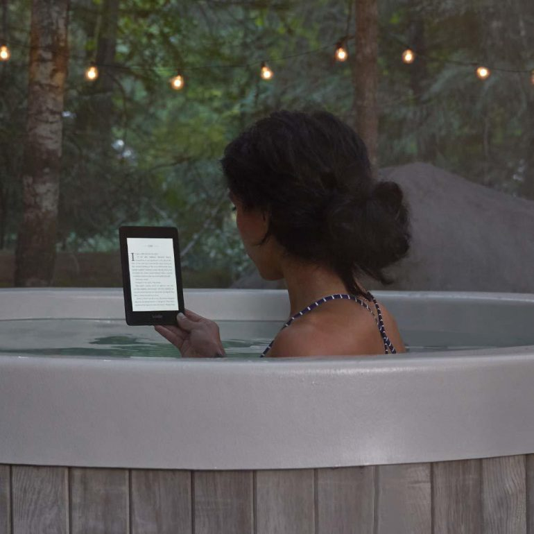 Представлена электронная книга Kindle Paperwhite нового поколения: она тоньше и легче, предлагает вдвое больше флэш-памяти и является водонепроницаемой (ну наконец-то!)