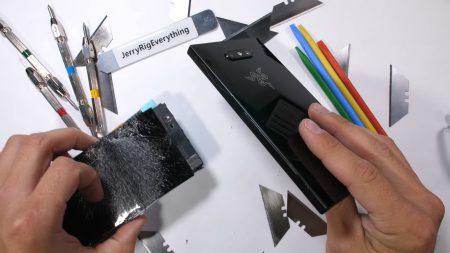 JerryRigEverything: Геймерский смартфон Razer Phone 2 заметно прочнее своего предшественника [видео]