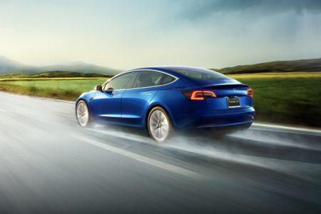 Tesla начала продавать самую дешевую версию электромобиля Tesla Model 3 стоимостью $35 тыс. с запасом хода 420 км