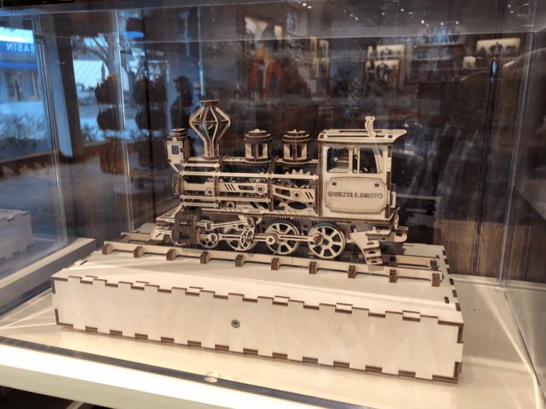 Украинская компания Ugears начала продавать свои деревянные 3D-конструкторы в магазинах Disney