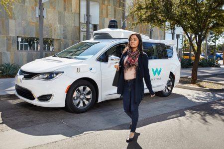Автономные автомобили Waymo преодолели отметку в 10 млн миль (16 млн км) беспилотных поездок по реальным дорогам США