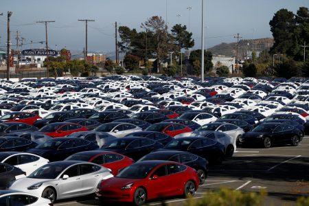 Tesla удалось выпустить за квартал более 50 тыс. электромобилей Model 3 и нарастить общие темпы выпуска до рекордных 6700 штук в неделю