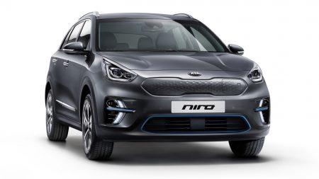 «Роберт Де Ниро представил e-Niro»: В Париже показали европейскую версию электрокроссовера Kia e-Niro с запасом хода до 615 км, продажи стартуют до конца 2018 года