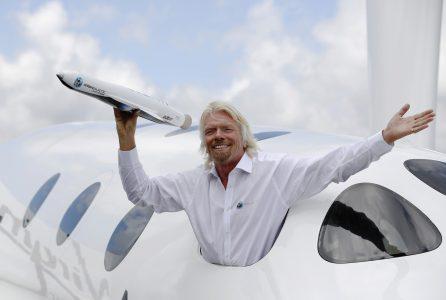 Ричард Брэнсон рассказал о планах Virgin Galactic совершить первый суборбитальный полет в ближайшее время, а также — о стоимости поездки в гиперлупе компании Virgin Hyperloop One