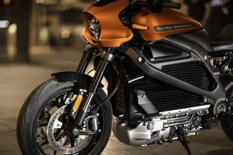 Harley-Davidson показала свой первый электрический мотоцикл LiveWire, старт продаж намечен на 2019 год