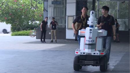 Саммит ASEAN 2018 охраняет местный «робокоп»