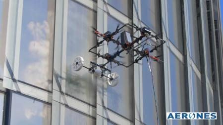 Латвийский стартап Aerones предложил заменить мойщиков окон дронами