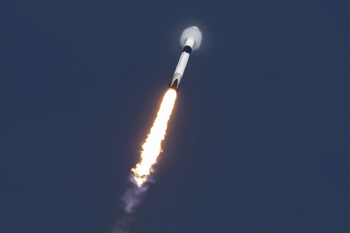 SpaceX уже провела 18 успешных запусков в этом году (столько же было за весь 2017 год), а через три дня она впервые запустит дважды летавшую в космос ступень
