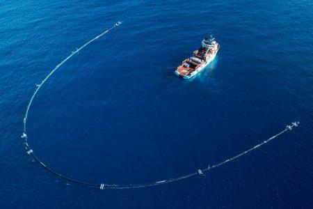 Установка Ocean Cleanup для очистки океана от пластика оказалась недостаточно эффективной