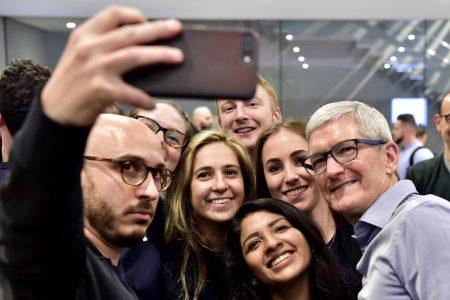 WSJ: Apple сокращает заказы на выпуск всех трех смартфонов Apple iPhone последнего поколения из-за низкого спроса