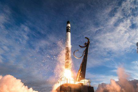 Сверхлегкая ракета Rocket Lab Electron успешно вывела на орбиту тринадцать малых спутников CubeSat