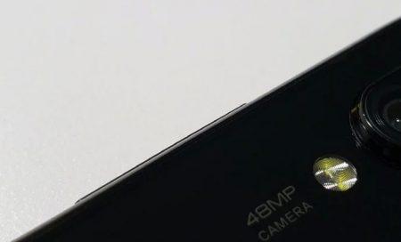 Глава Xiaomi дразнит фотографией таинственного смартфона с 48-мегапиксельной камерой