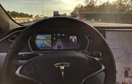 В Калифорнии пьяный водитель Tesla включил автопилот и уснул за рулем на скорости более 100 км/ч