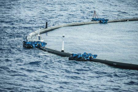 Инженерам не удалось ускорить установку Ocean Cleanup