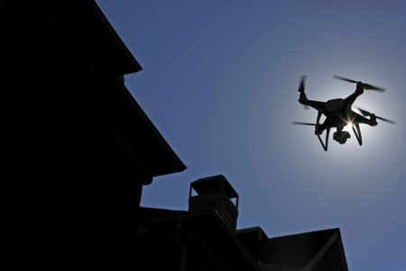 Швейцарские ученые разработали складной дрон, способный менять свою форму во время полета