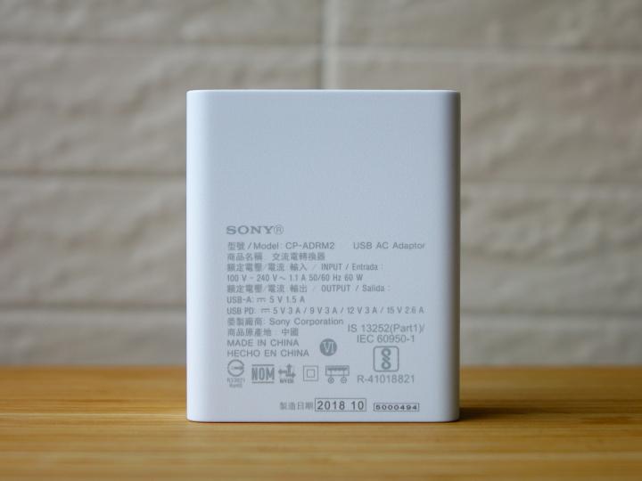 Sony выпустила быстрое зарядное устройство: два порта (USB-C и USB-A) и мощность 46,5 Вт